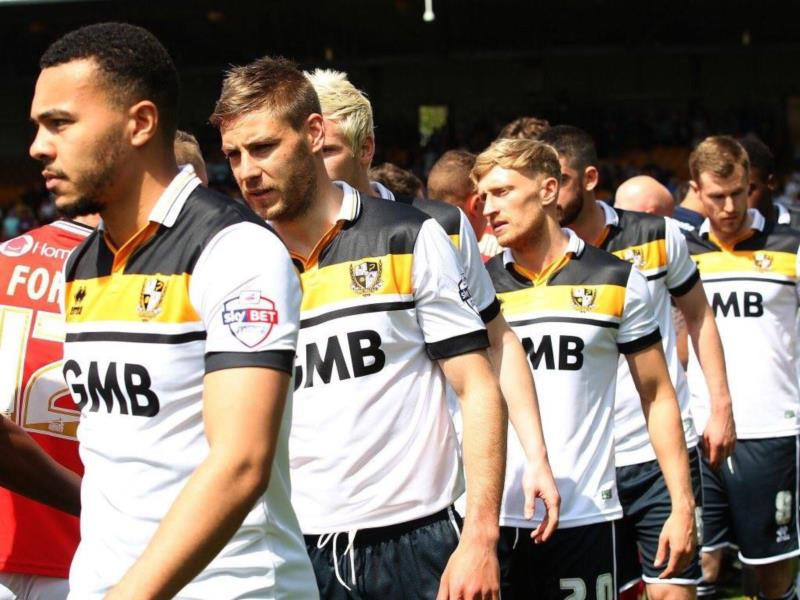 Port Vale Fc unveils its home shirt for the 2016-2017